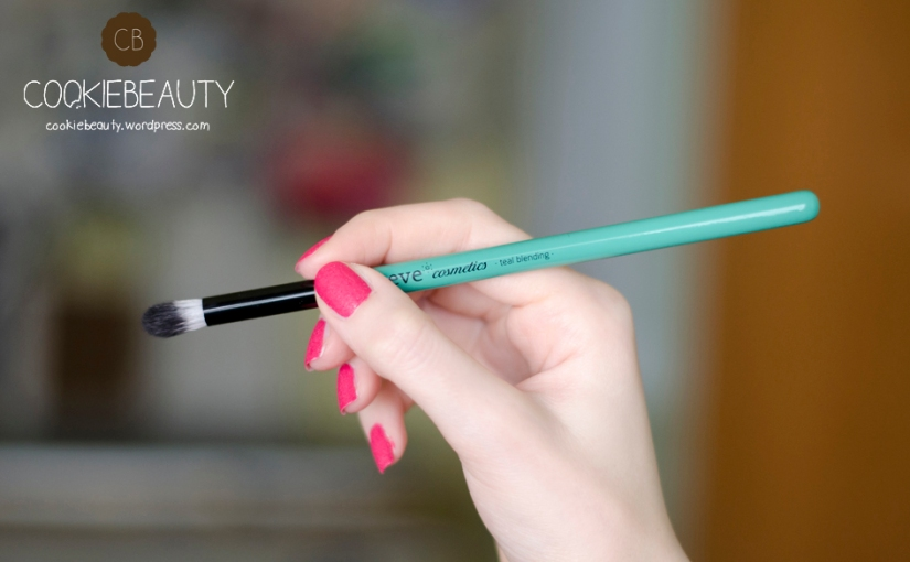 Review Neve Cosmetics Glossy Artist – Teal Blending