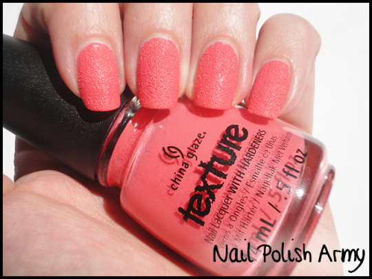 china-glaze-texture-itty-bitty-and-gritty-swatch-liquid-sand-smalto-ruvido-3d